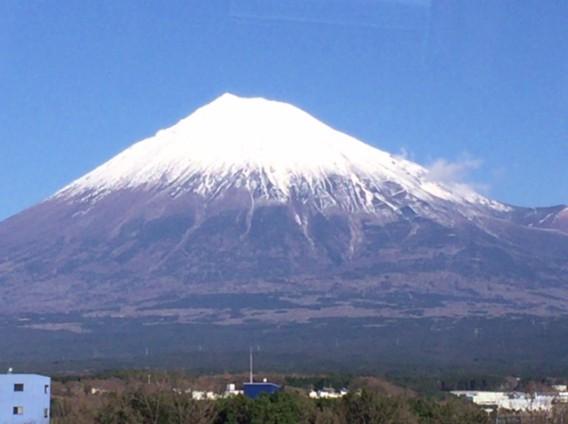 富士山は力強さと華麗さの象徴
